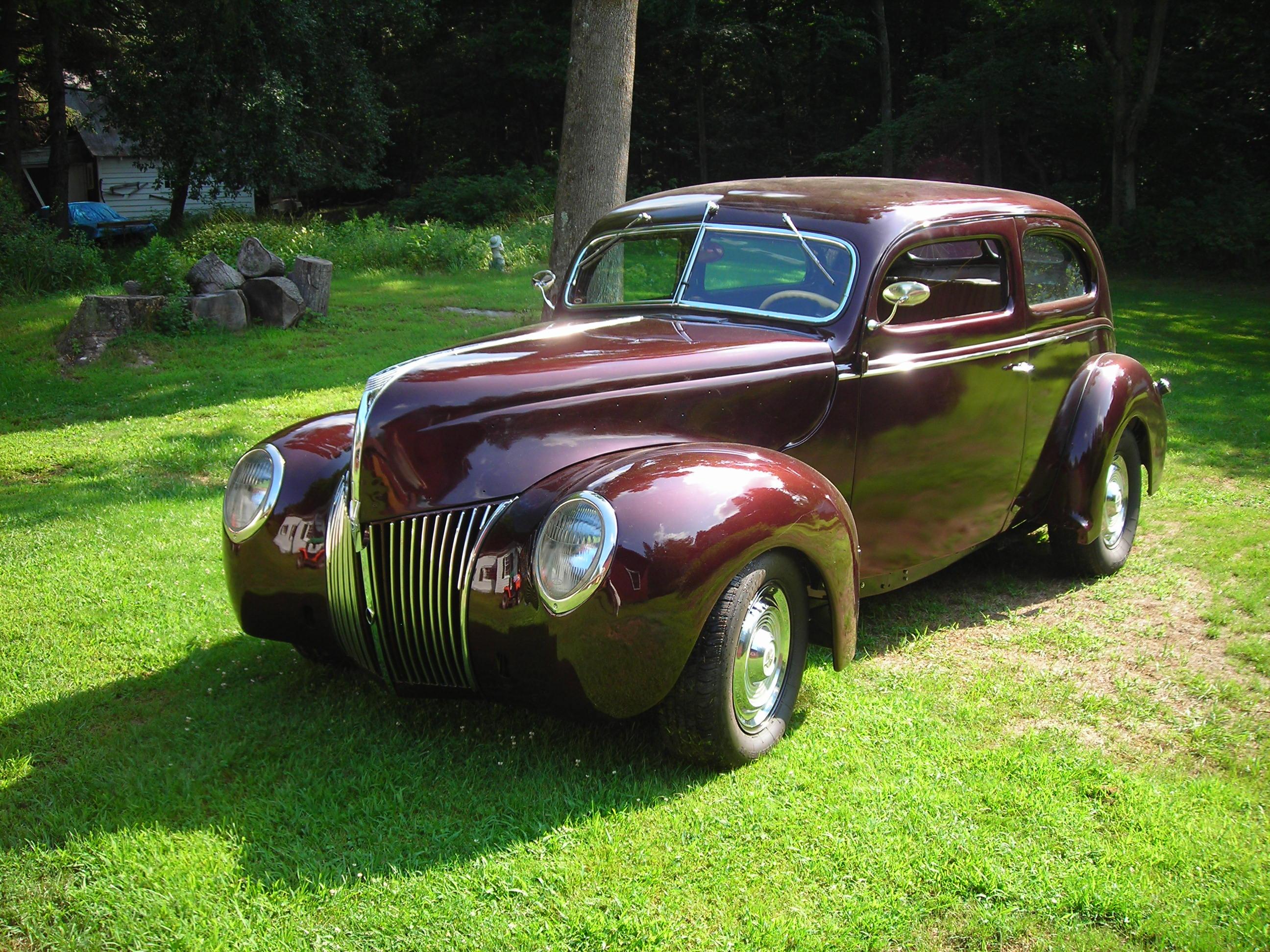 1939 Ford Deluxe 2 Dr. Sedan